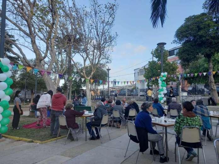 Adultos mayores disfrutaron una tarde musical en la Plaza Yungay de Valparaíso